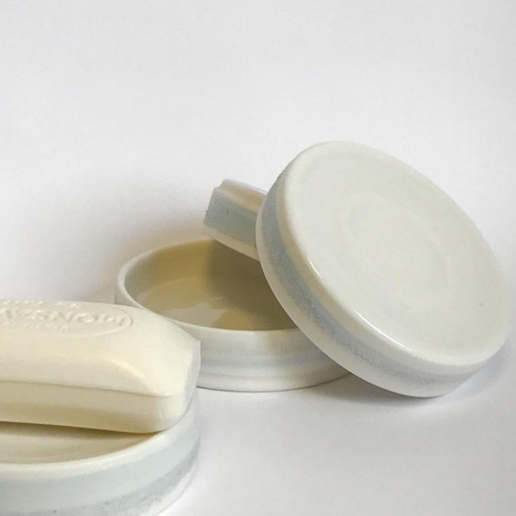 Porte savon en porcelaine de la collection Rivage - Pièce tournée à l'atelier - Céramique alimentaire et décorative