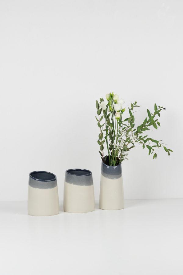 Composition collection BICROME - Trois vases et un bouquet de fleur