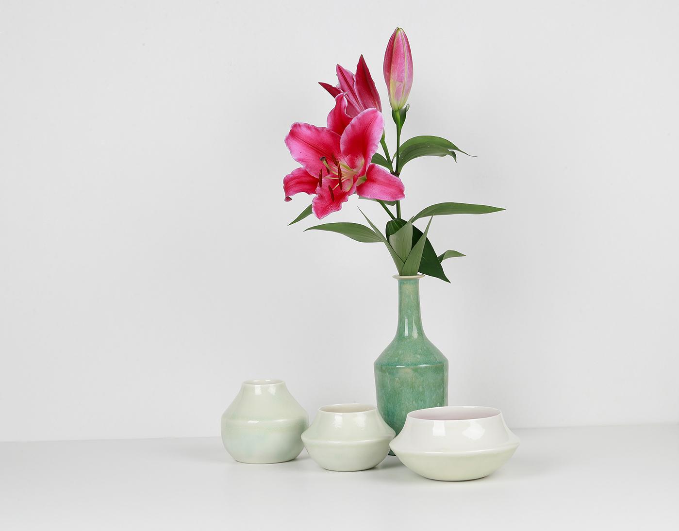 Composition de la collection LACTÉE - Émail vert foncé et vert clair - fleur de lys rose