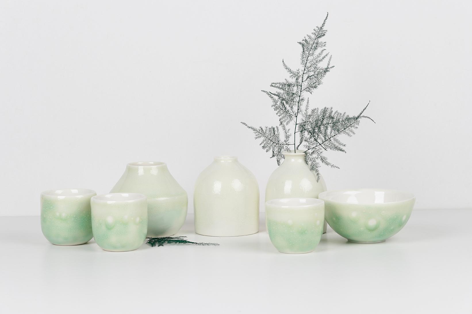 Composition de la collection LACTÉE - soliflores, vases tasses et bols - Émail vert et fougère